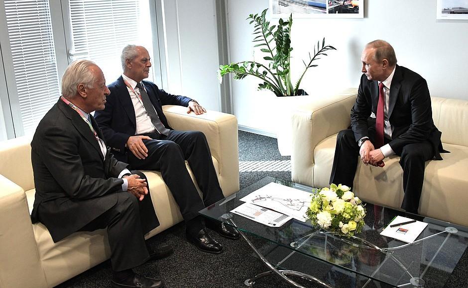 Владимир Путин встретился с руководством Пирелли в Сочи