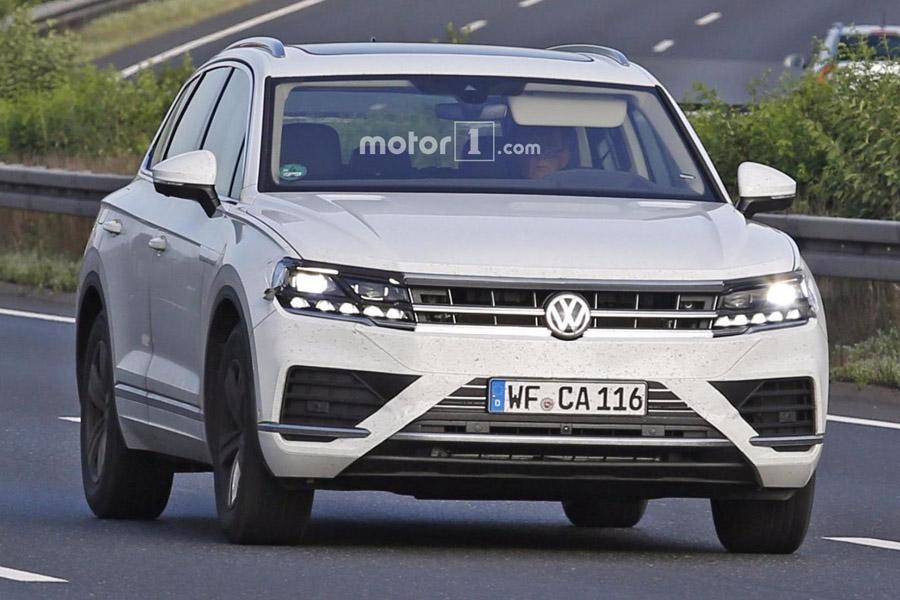 Новый Volkswagen Touareg попался без камуфляжа