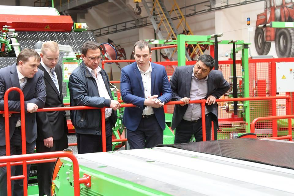Казахстанская ERG заинтересована в поставках белорусских шин для карьерных самосвалов