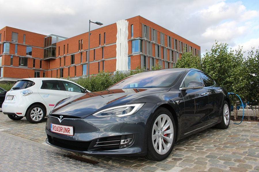 Tesla поставила рекорд пробега на одной зарядке