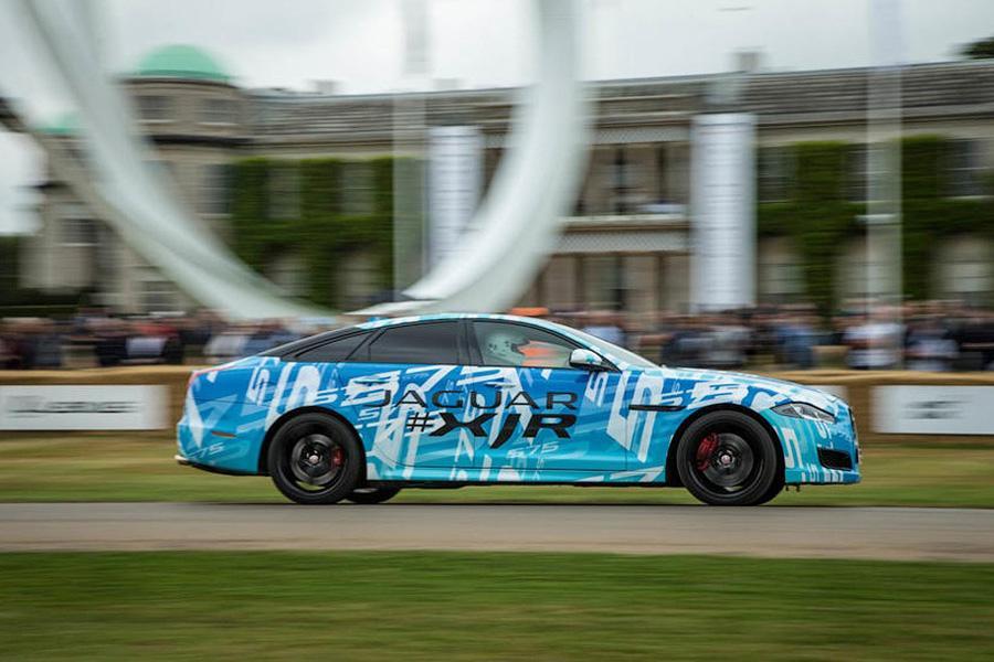 Jaguar анонсировал самый мощный седан XJ
