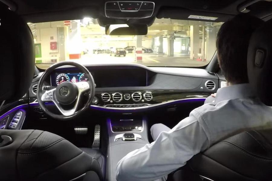 Mercedes научил S-класс самостоятельно покидать конвейер