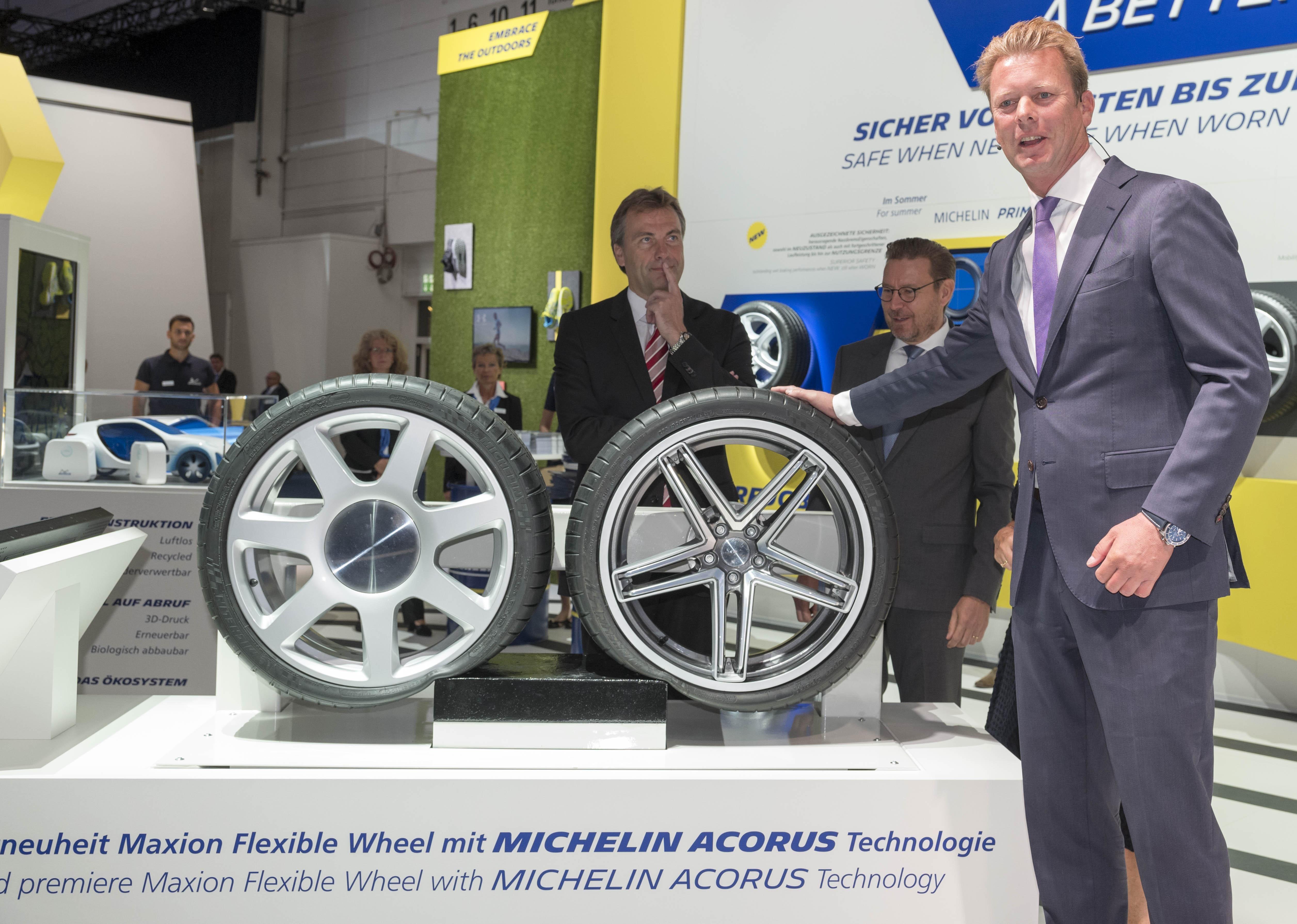 Гибкие колесные диски от Michelin и Maxion Wheels не боятся выбоин и бордюров