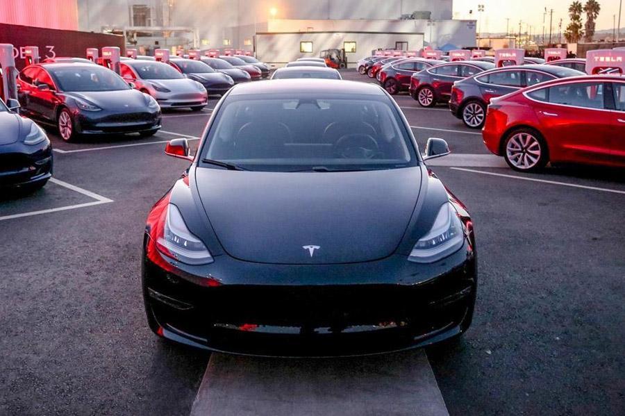 Tesla Model 3 не будет бороться за звание «Автомобиль года»