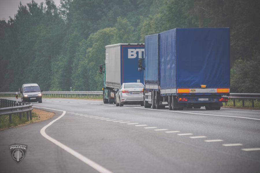 На дорогах Латвии начинаются массовые проверки состояния грузовых шин