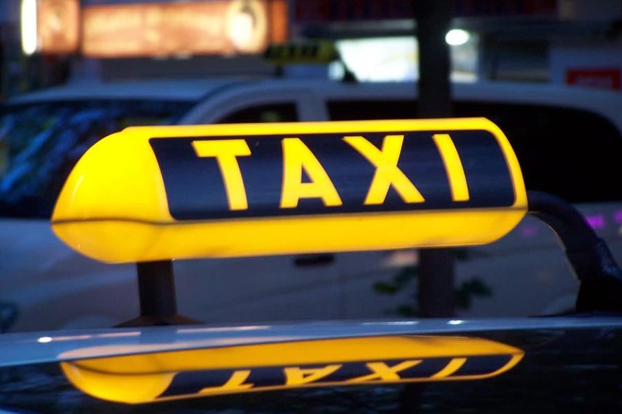 Столичный Дептранс пересаживается на такси