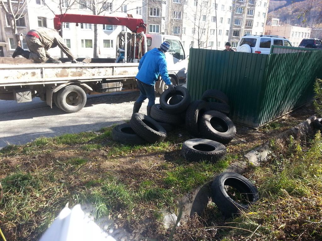 В столице Камчатки за одно лето утилизировали более 10 000 тонн покрышек