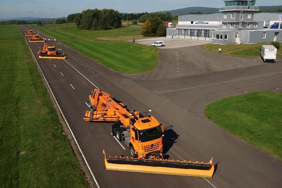 Mercedes начал тестировать беспилотные грузовики в аэропортах