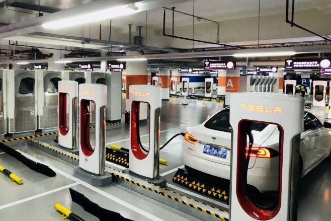 Самая большая зарядная станция Tesla открылась в Шанхае
