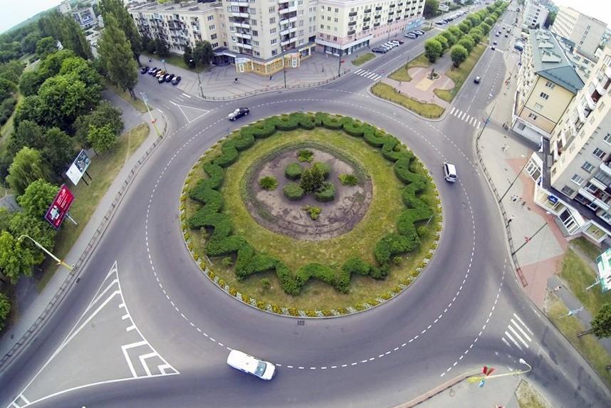 Вступили в силу поправки в ПДД о круговом движении и новой разметке