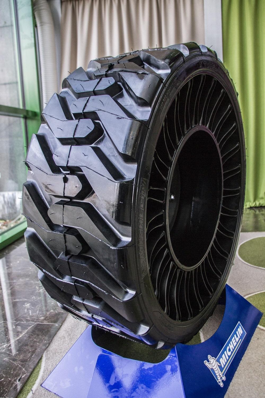 В Москве прошла презентация непневматических шин Michelin для мини-погрузчиков