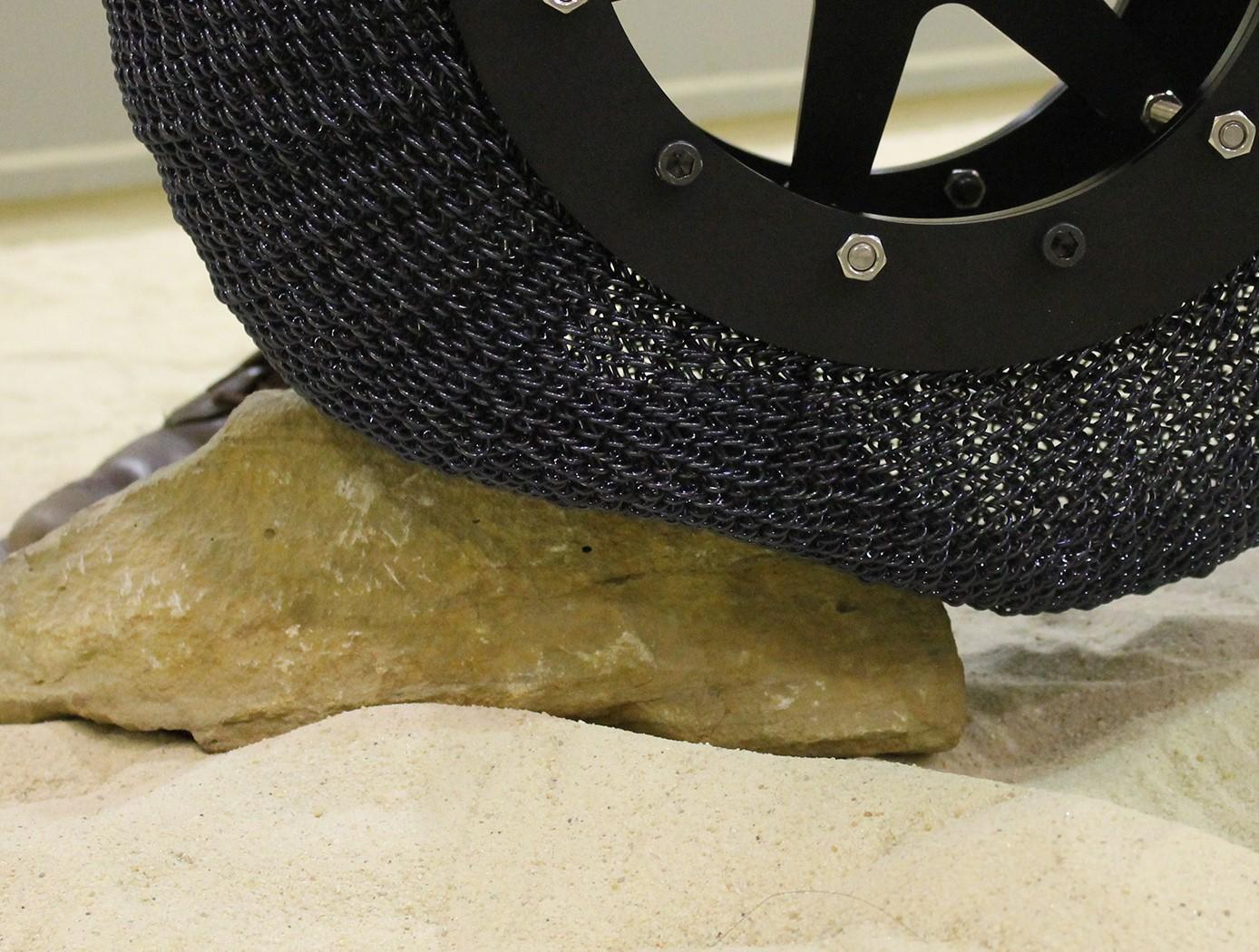 NASA представила шины для экспедиции на Марс