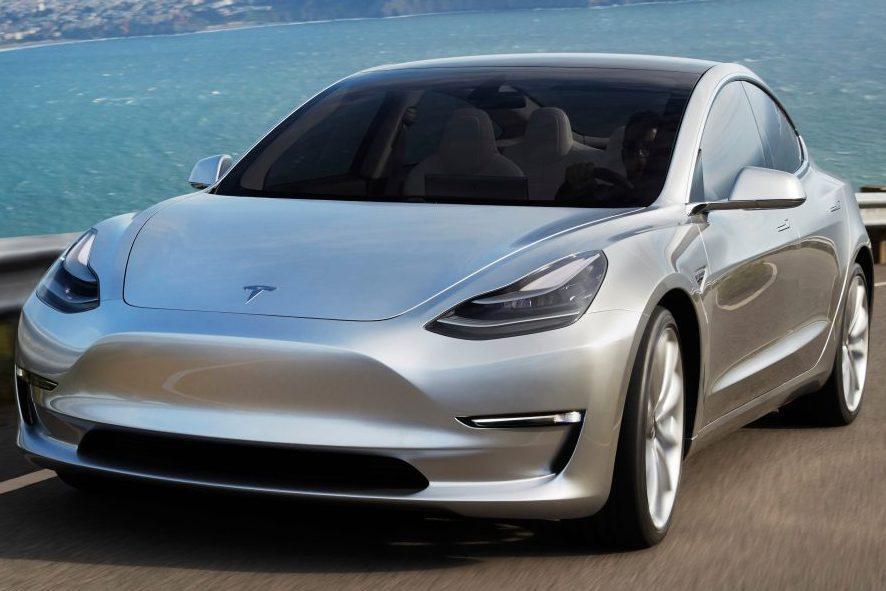 Стало известно, когда в Россию приедут первые Tesla Model 3