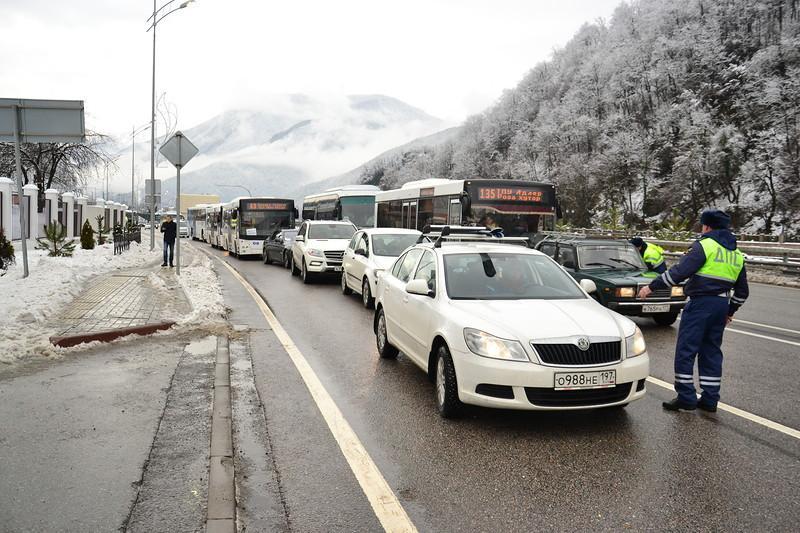 В Сочи введут запрет на въезд в Красную Поляну на летней резине