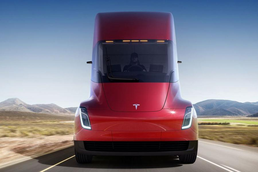 Tesla назвала стоимость электрического тягача