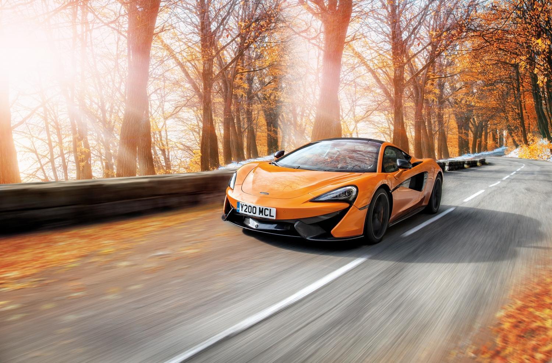 Пирелли подготовила для владельцев спорткаров McLaren зимний комплект дисков и шин