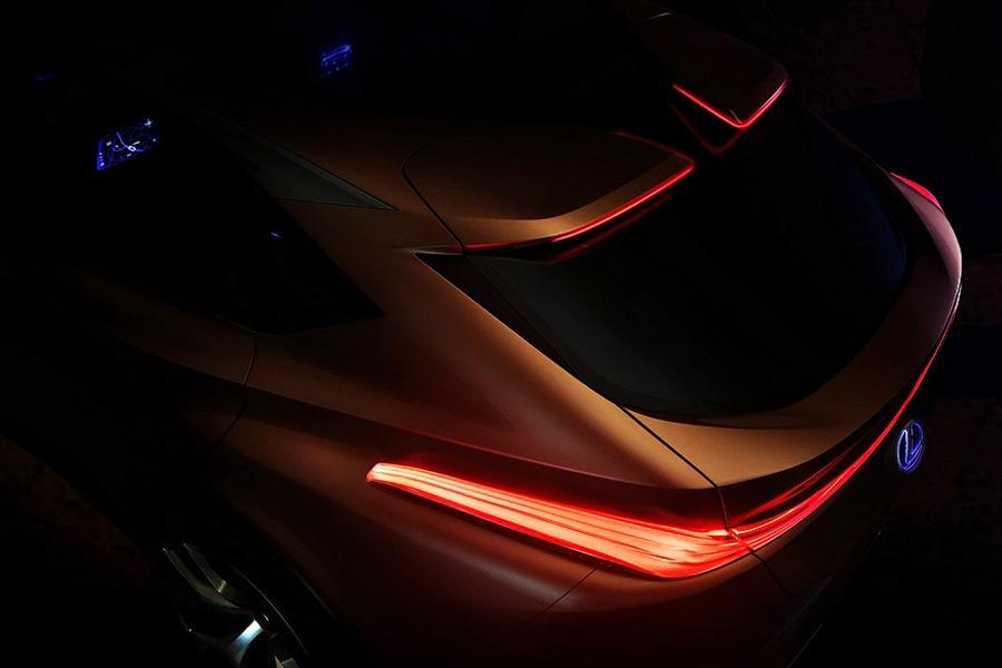 Lexus показал тизер нового внедорожника