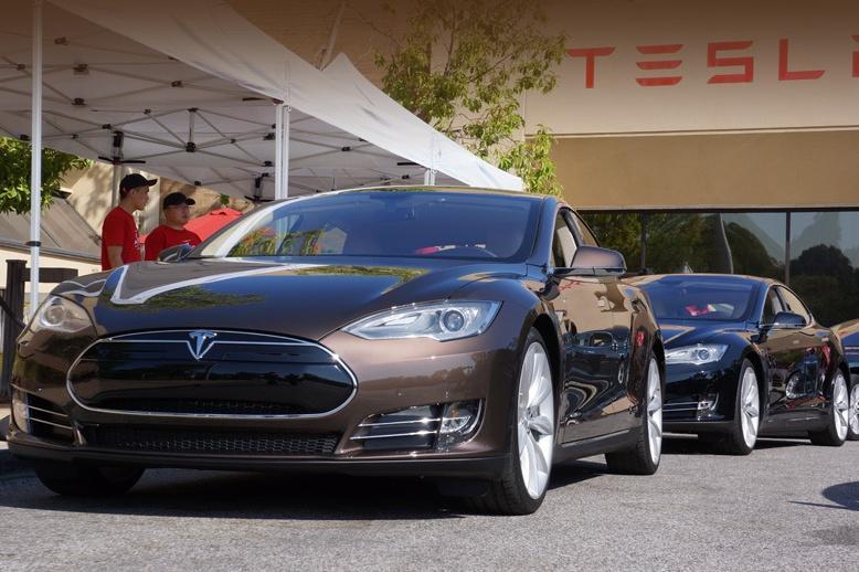 Tesla похвасталась рекордными продажами