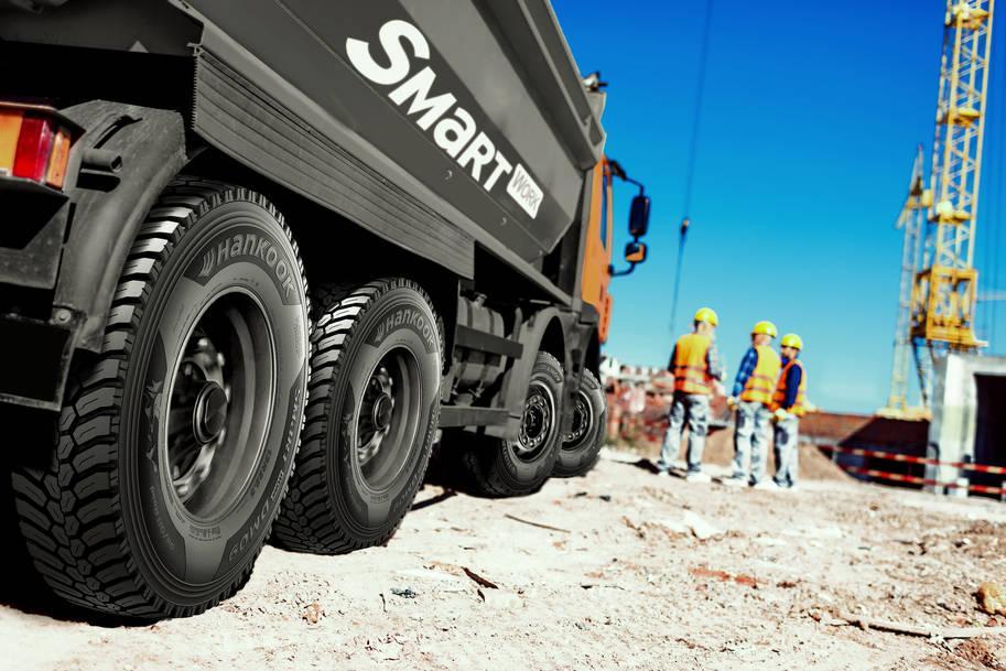 Hankook будет оснащать шинами SmartWork всю строительную технику  Scania