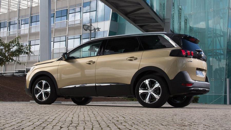 Стали известны российские цены на Peugeot 5008