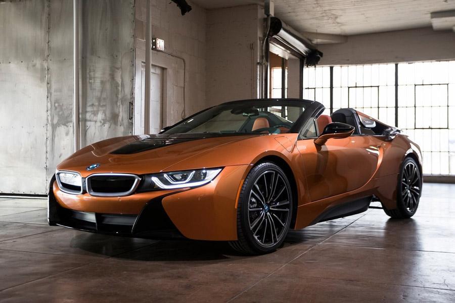 BMW везет в Россию обновленное купе и родстер i8