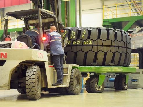 Специалисты «Белшины» рассказали о разработке уникальной мега-шины диаметром 63 дюйма