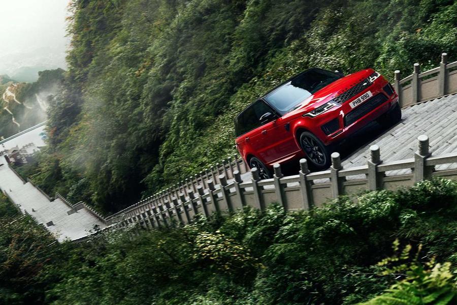 Range Rover Sport покорил лестницу в 999 ступеней