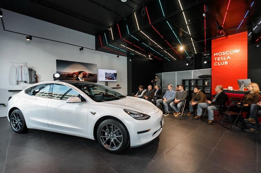 В Москве презентовали Tesla Model 3