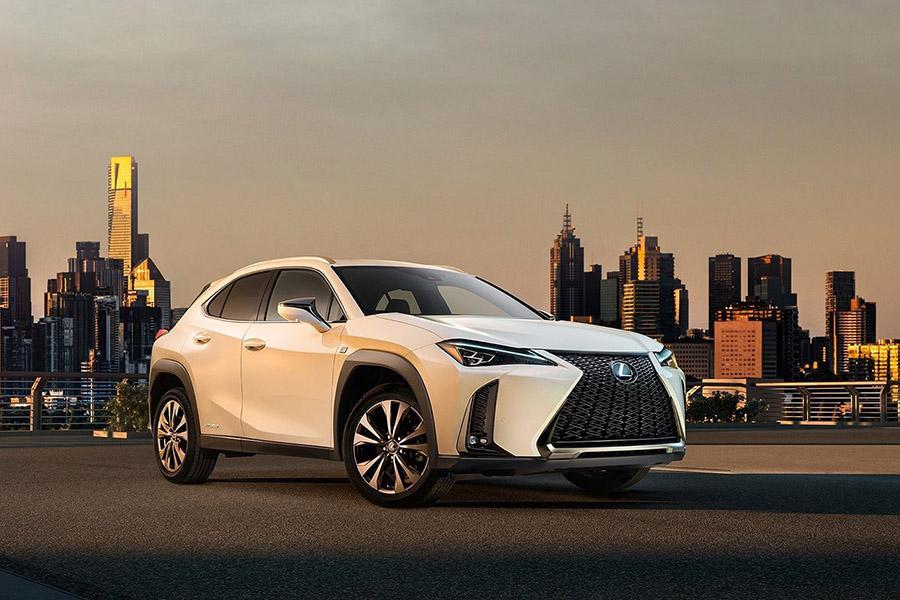 Lexus показал первое изображение серийного UX