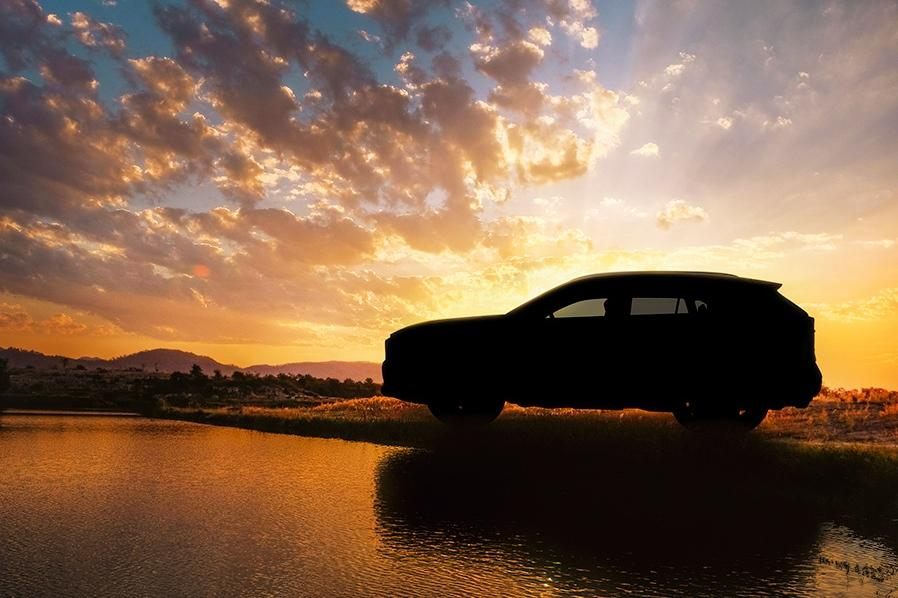 Toyota показала новый RAV4 на тизере