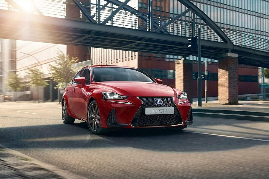 Lexus IS вернулся на российский рынок