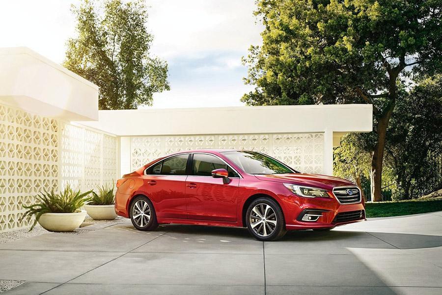 Subaru назвала стоимость седана Legacy в России