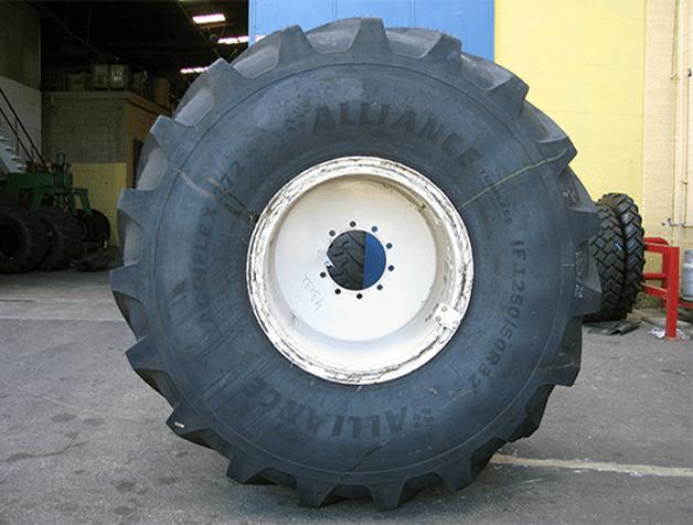 Alliance Tire разработала крупногабаритные агрошины с технологией Increased Flexion