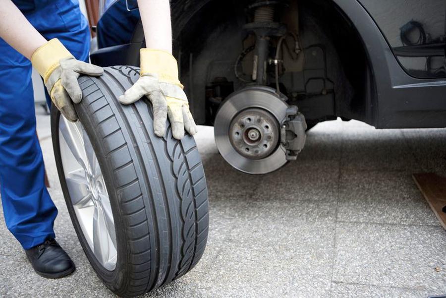 ГИБДД призывает не спешить со сменой шин