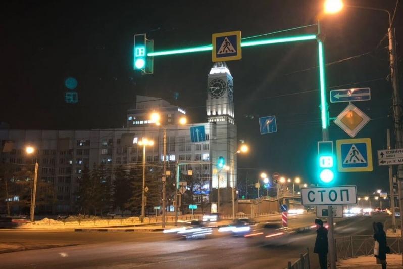 Рекламу обвинили в плохой видимости светофоров