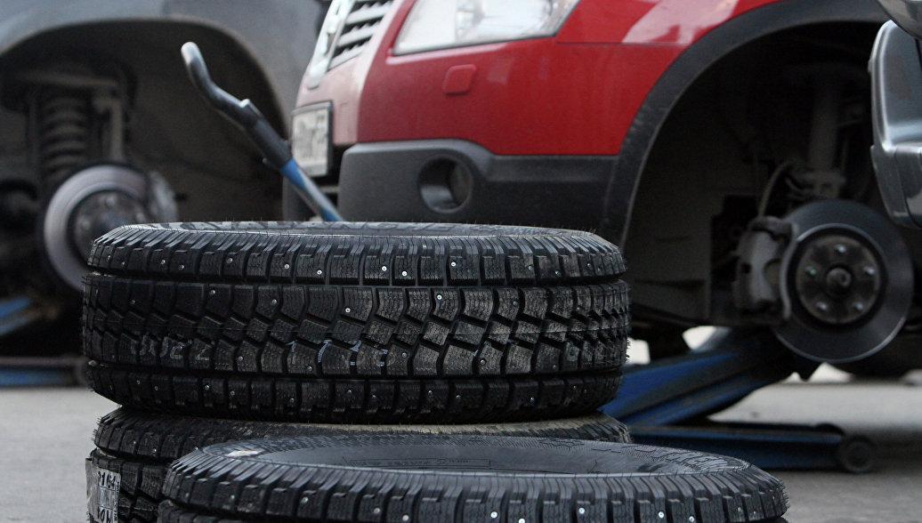 Большинство российских автовладельцев «переобуваются» у себя в гараже