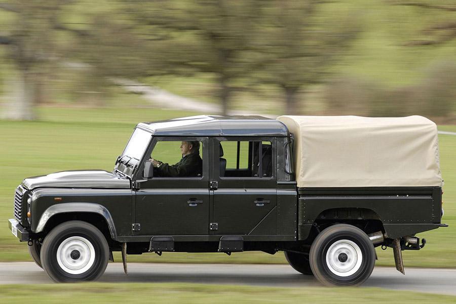 В семействе нового Land Rover Defender будет пикап