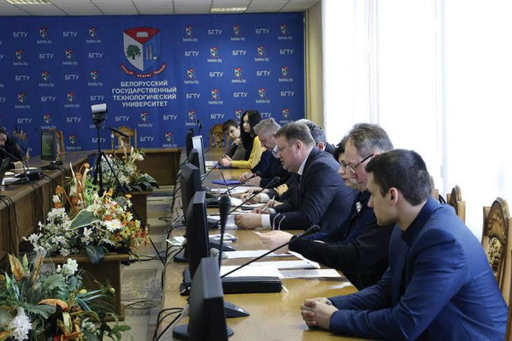 Научно-технический совет «Белнефтехима» обсудил инвестпроекты ОАО «Белшина»