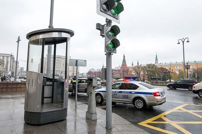Гаишникам в Москве возвращают посты-«стаканы»