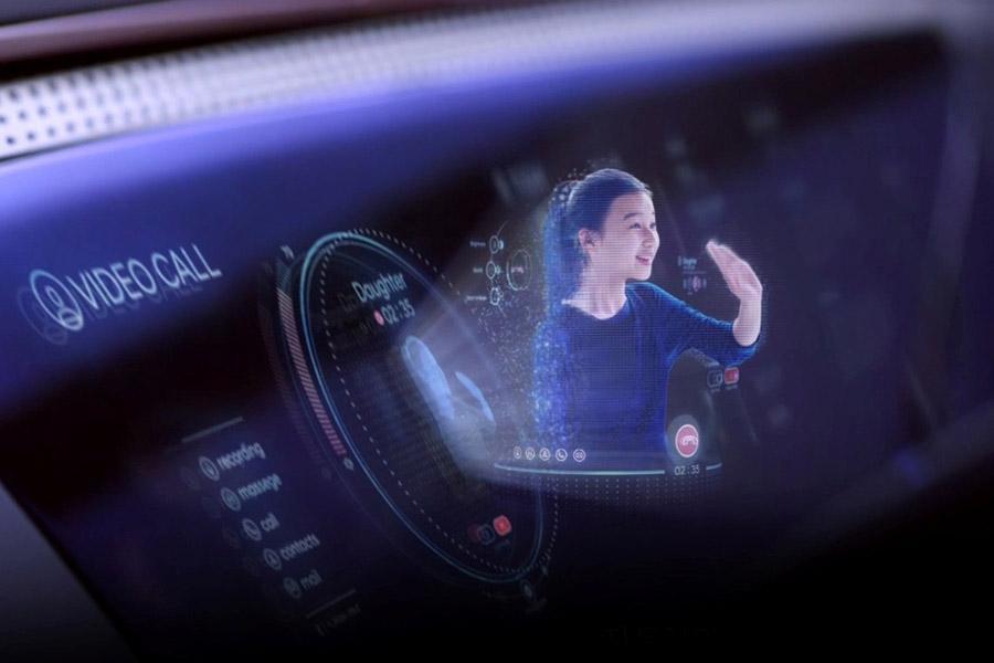 Hyundai будет встраивать в будущие модели голограммы