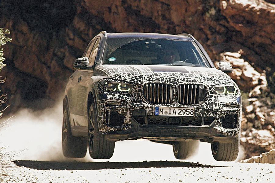 BMW показал новый X5 на видеотизере