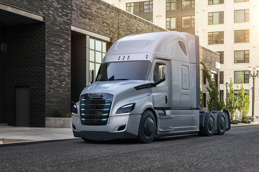 Freightliner показал сразу два электрических грузовика