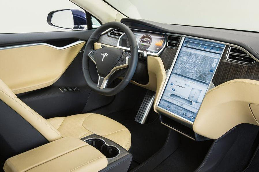 Tesla наживется на доступе в интернет