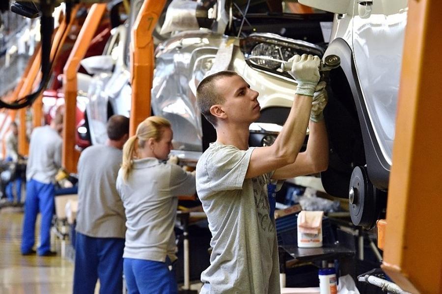 АвтоВАЗ повышает зарплаты