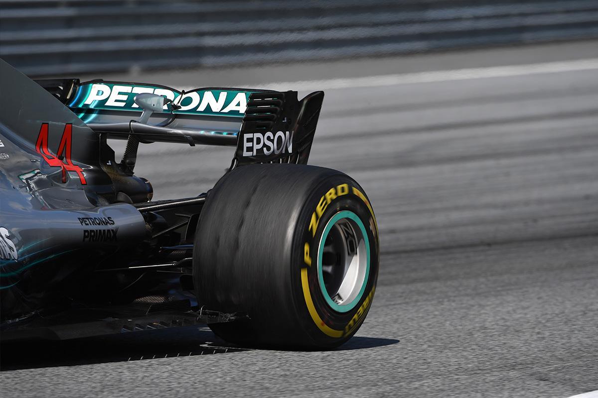 Льюис Хэмилтон раскритиковал Пирелли за выбор шин для Гран-при Австрии