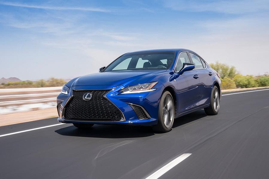 Lexus огласил цены на седан ES