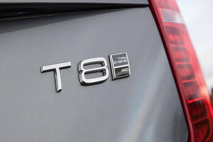 В Россию привезли гибридный Volvo XC90
