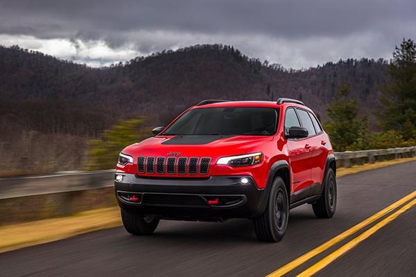 Обновленный Jeep Cherokee для России: цены и подробности