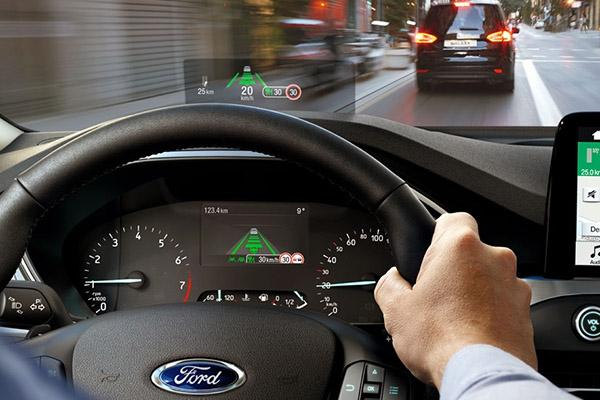 Ford похвастался новым проекционным дисплеем