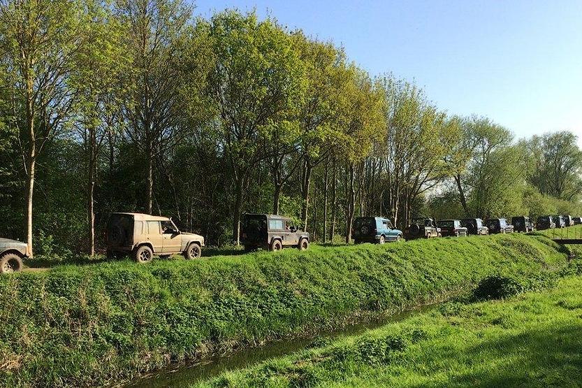 Британцы собрали самую большую колонну внедорожников Land Rover